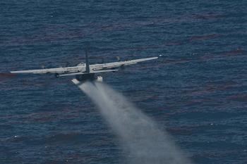aerial-dispersant-gulf of mexico oil spill