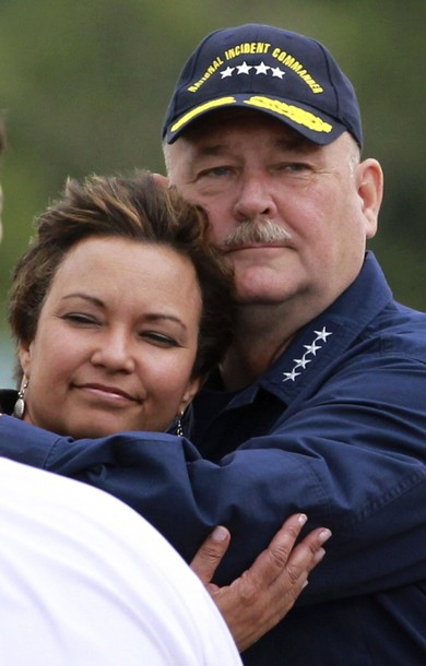 EPA Administrator Jackson hugs Admiral Thad Allen in New Orleans